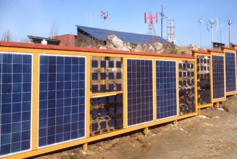 ETC El:s solceller har slagit rekord. Under dagtid den 5 maj producerade solcellerna mer energi än el-kunderna använde.