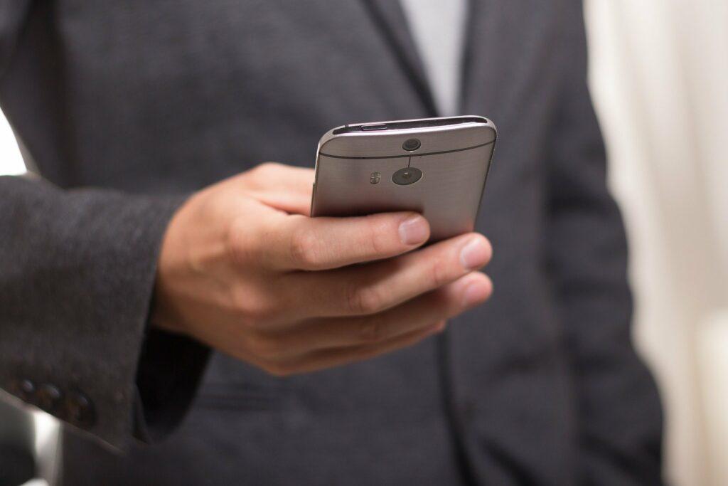 De stora mobiloperatörerna och deras dotterbolag kallas in till Konsumentverket efter återkommande anmälningar på grund av dålig kundservice.