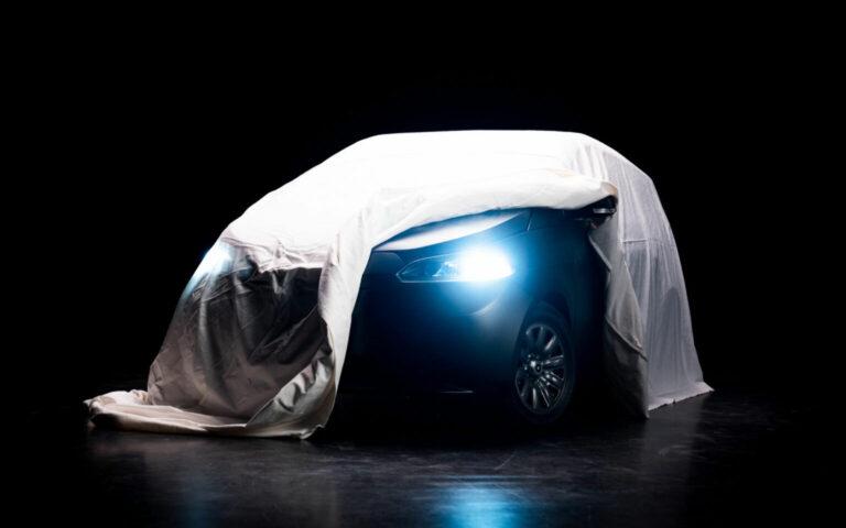Här visar de upp solcellsbilen – ska produceras i Sverige